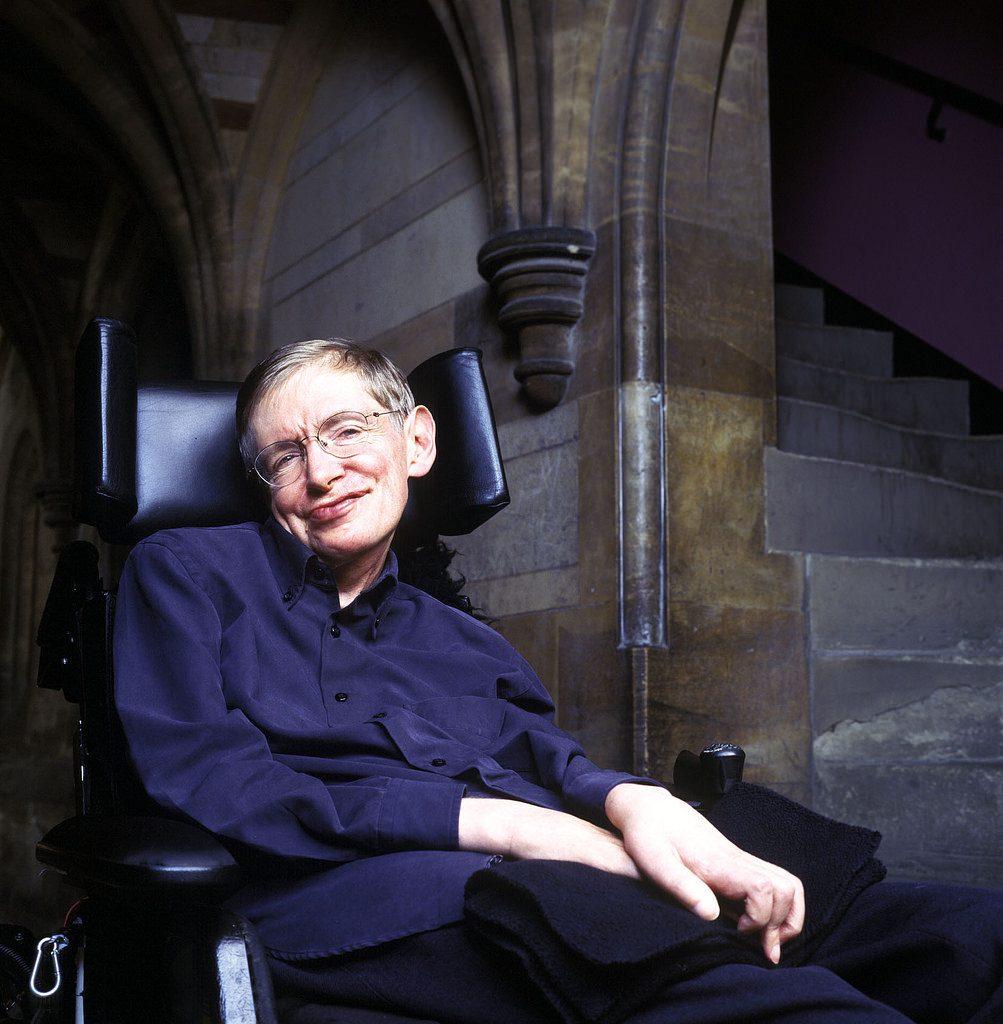 Com apenas 37 anos, Stephen Hawking foi nomeado como professor lucasiano de matemática da Universidade de Cambridge, cargo que ocupou por 30 anos.