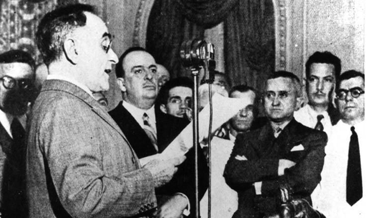 O presidente Getúlio Vargas passou a usar a data para anúncios que beneficiavam os trabalhadores.
