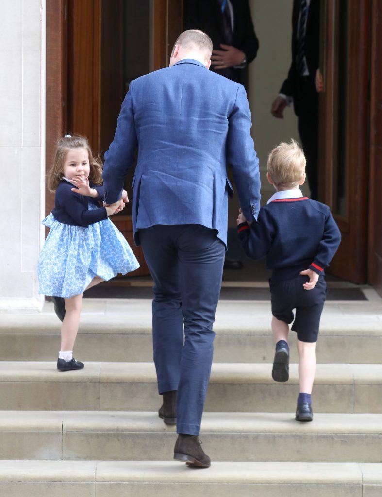 A linha de sucessão da rainha Elizabeth II, de 92 anos, é a seguinte: Charles, 69, seguido por William, 35, George, de 4 anos, e Charlotte.