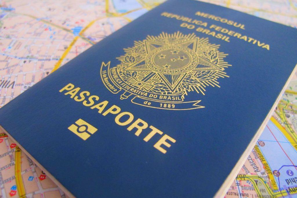 O passaporte brasileiro ocupa a 15ª posição no ranking, concedendo acesso a 170 países sem a necessidade de visto prévio.