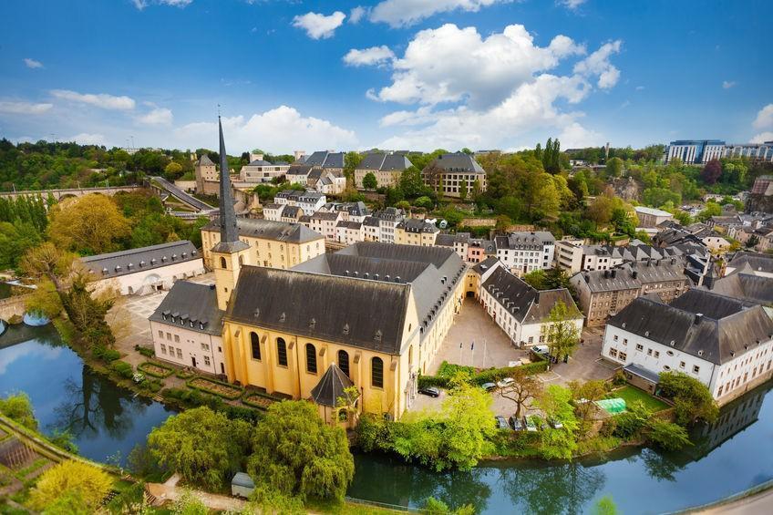 São seis os documentos que devem ser apresentados ao consulado de Luxemburgo para obter a cidadania do país.