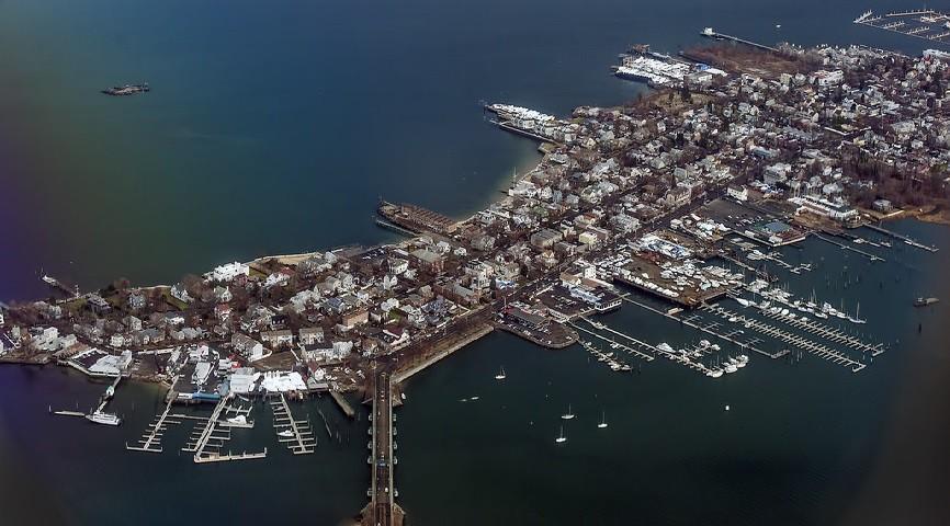 Com aproximadamente 2,5 quilômetros de extensão, City Island é o inverso de Nova York, mesmo pertencendo à cidade. A cidade é um refugio para quem procura calmaria.