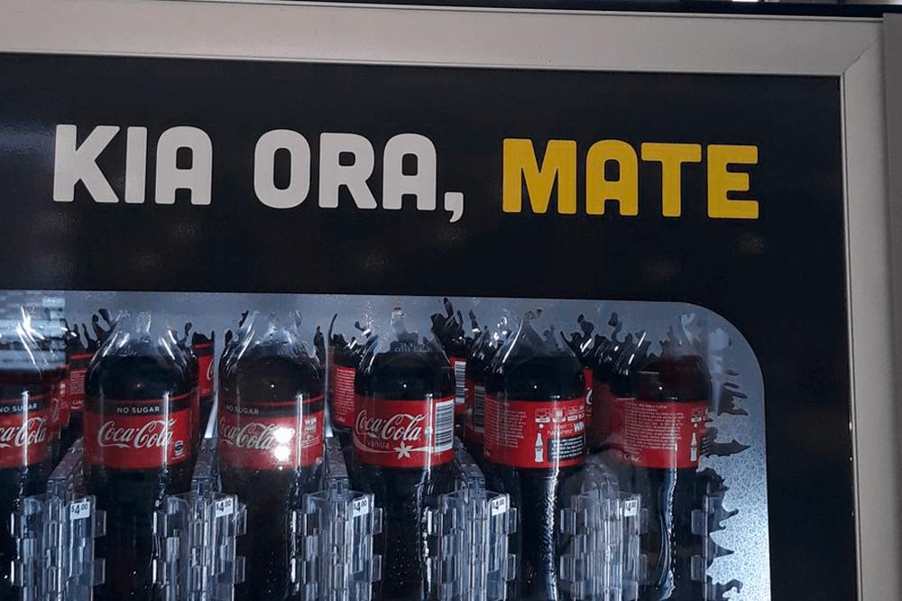 """O slogan criado foi """"Kia Ora, Mate"""" que, na tradução para o dialeto Maori, significa """"olá, morte""""."""