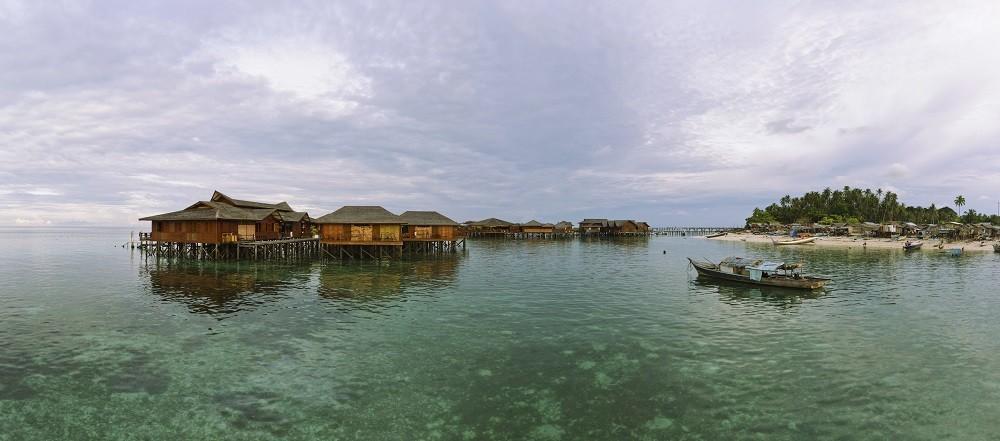 O aumento do nível das águas do mar deve-se ao aumento da temperatura dos oceanos e é também um fator que atinge as barreiras de corais.