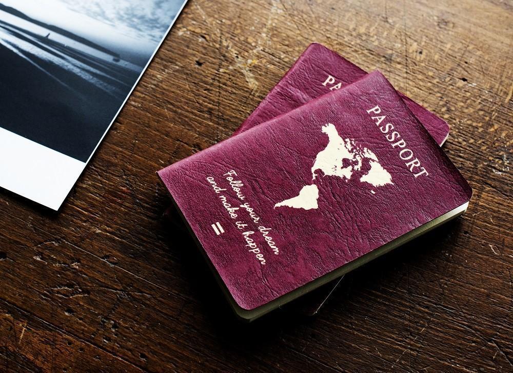 Os governos nacionais podem escolher a cor e o design do passaporte, com muitos cenários possíveis, que podem explicar a razão da escolha de uma determinada cor.