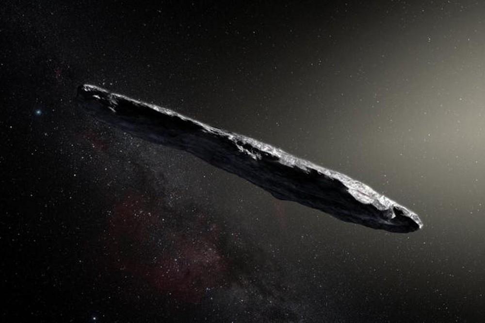 Os astrofísicos creem que o objeto possa ter sido enviado à Terra por alienígenas devido à forma como ele se posicionou ao redor do planeta.