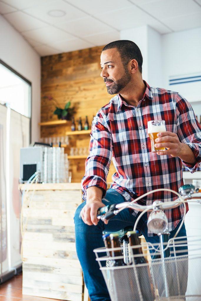 Para incentivar o exercício físico e o consumo de uma alimentação mais consciente, a prefeitura de Bolonha, na Itália, disponibiliza sorvete e cerveja grátis para quem utilizar bicicletas.