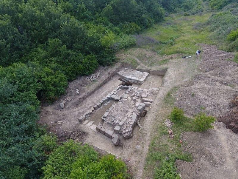 A cidade de Bassania, que estava perdida há mais de dois mil anos, teve sua localização exata descoberta na Albânia, região dos Bálcãs.