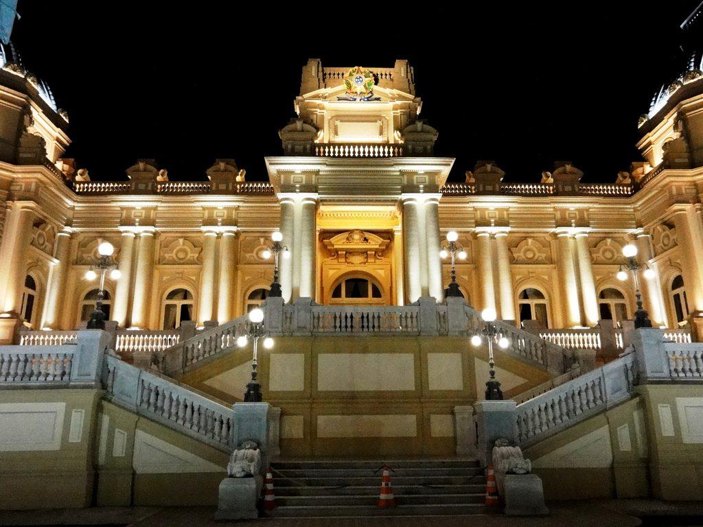 O processo, que originalmente pedia a reintegração de posse do Palácio Guanabara, hoje reivindica uma indenização em dinheiro do governo federal.