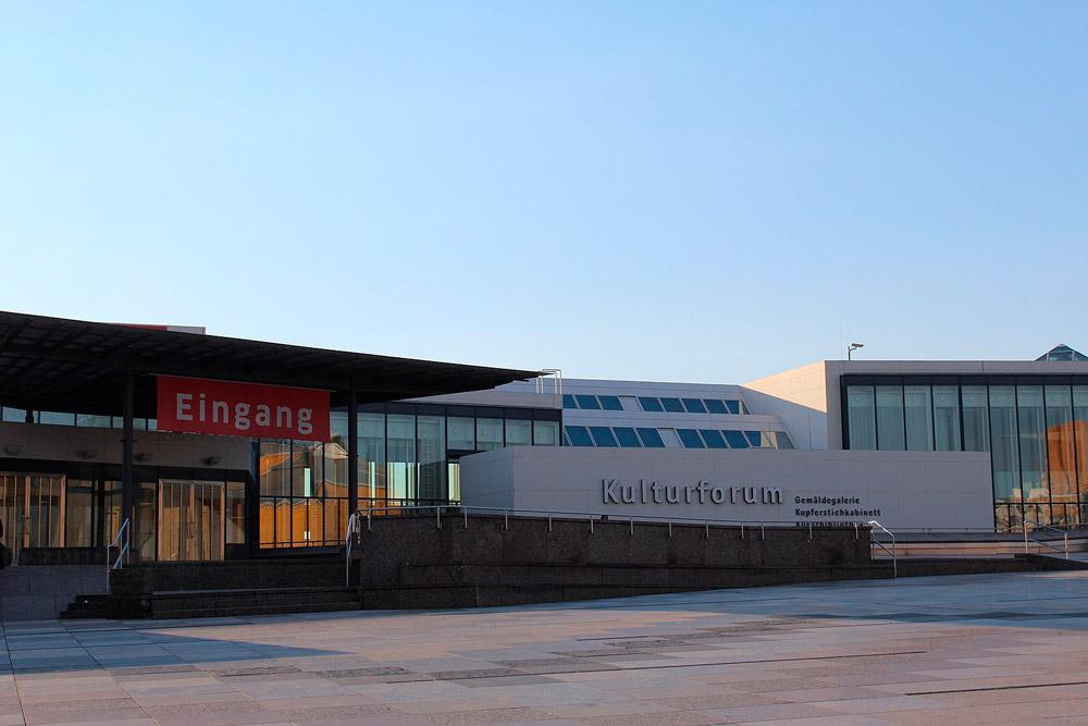 O museu alemão tem uma das mais importantes coleções artísticas da Europa, com obras dos séculos XIII ao XVIII de grandes nomes da arte como Caravaggio, Rembrandt e Jan Vermeer van Delft. A galeria também administra um grande acerto de pinturas alemãs, italianas e neerlandesas.