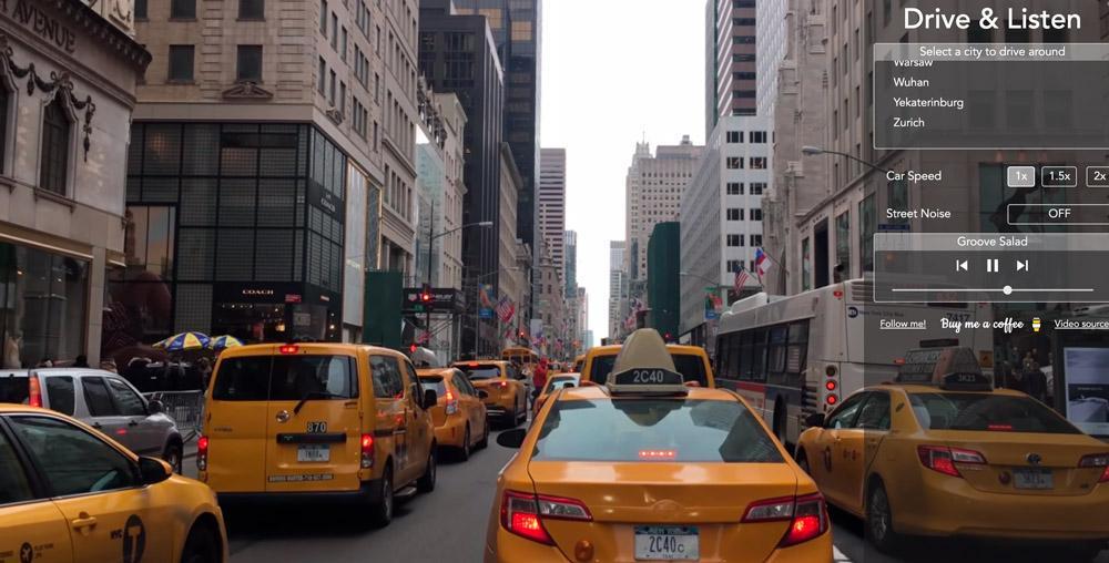 """Quem disse que você não pode conhecer novas cidades do mundo durante a pandemia causada pelo novo coronavírus? Em tempos de isolamento social, uma alternativa ganha força na internet, com a possibilidade de visitar lugares andando de carro e ainda escutar uma rádio local. Esta é a ideia do projeto """"Drive & Listen"""", idealizado pelo estudante turco Erkam Seker, de 24 anos, que permite que você escolha uma cidade cadastrada no site, entre no carro e dirija por algumas ruas."""