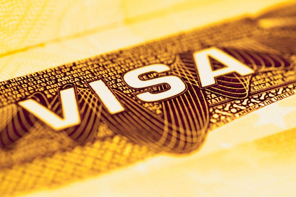 Morar na Espanha e ter o passaporte europeu é uma possibilidade inclusive para quem não é descendente ou casado com alguém nascido no país, como já falamos aqui no blog da Traduzca. Desde 2013, o governo espanhol possibilita que cidadãos de todo o mundo solicitem o Golden Visa, que faz parte de um programa de estímulo ao empreendedorismo no país.